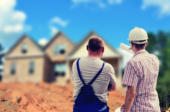 2 man looking at a house