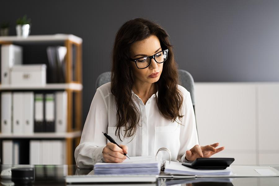 fixed fee accountant while working